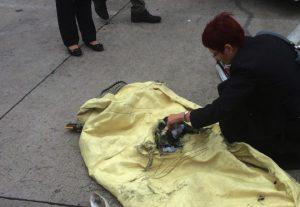 Schmauchspuren, sonst fast nichts: getesteter Prototyp wird von STFI-Mitarbeiterin Dr.Yvette Dietzel in Augenschein genommen (Foto: STFI)