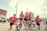 Cheerleader promoten BERLIN CELEBRATES IFA auf dem Innovations Media Briefing (IMB) Anfang Juli in Berlin am Alexenderplatz.
