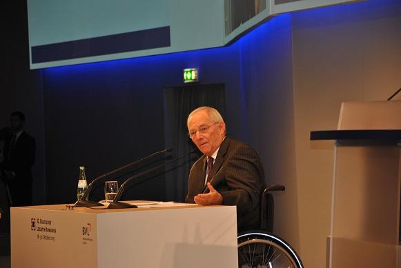Bundesfinanzminister Dr. Wolfgang Schäuble ging auf die aktuellen politischen Herausforderungen ein.