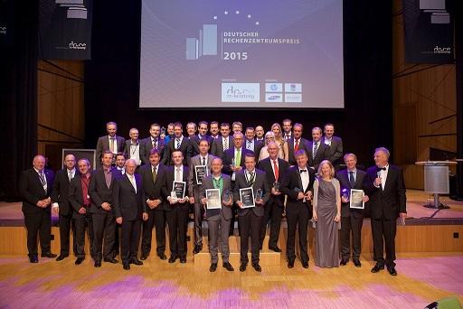 Preisträger, Laudatoren, Jury und Veranstalter Deutscher Rechenzentrumspreis 2015 (Bild: dc-ce RZ-Beratung GmbH & Co. KG )