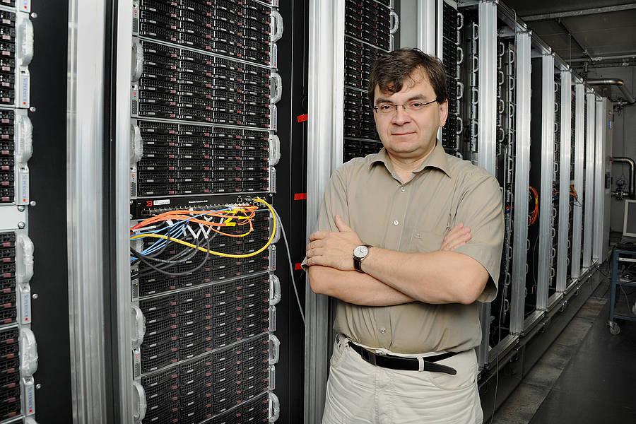 Professor Volker Lindenstruth, Projektleiter und Bereichsleiter der Wissenschaftlichen IT bei GSI, hat das Konzept des Green IT Cube entwickelt.G. Otto, GSI Helmholtzzentrum für Schwerionenforschung