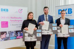 In Berlin ausgezeichnet: Die Preisträger des VIU-DKB-Nachwuchsforscherpreises Maria Preuss, Christoph Gajda (Mitte) und Dr. Michael Schöbitz (Quelle Christian Kruppa)