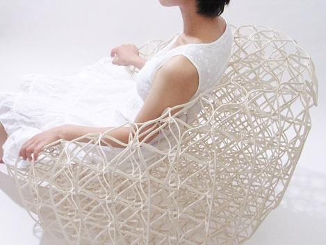 Faserbasiertes Sitzen: Filigran und stabil zugleich (Quelle: Ryuji Nakamura & Ass., Tokyo)