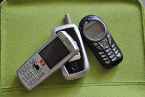 Sammlung gebrauchter Mobiltelefone