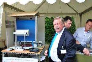 DUROPAN GmbH, Dr.-Ing. Wolfgang Beck: Aktive intelligente Fassade mit integriertem Thermoelektrik-Photovoltaik-Modul und Wärmespeicher - das Thermoelektrik-Modul entwärmt die PV-Zelle, bringt sie in einen besseren Arbeitsbereich und nutzt deren Wärme zur Stromerzeugung (800 W/m²).