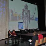 AUTONOMIK für Industrie 4.0 mit Gebärdensprache: Dr. Constanze Kurz Was erwartet die Netzgemeinde von Industrie 4.0? Neue Robotergenerationen werden im Haushalt Einzug halten.