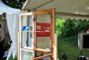 UV-Schutzglas für Fenster denkmalgeschützter Gebäude unter Verwendung mundgeblasener Gläser