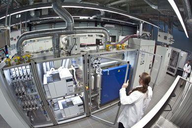 In dem neuen BasCat Labor werden die Grundlagen der heterogenen Katalyse für den Rohstoffwandel erforscht. © TU Berlin/PR/Jacek Ruta