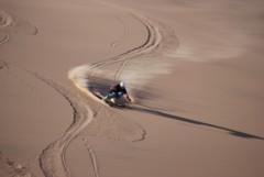 Was auf Ski in der Wüste möglich ist, geht mit bestimmten Material auch beim Rodeln