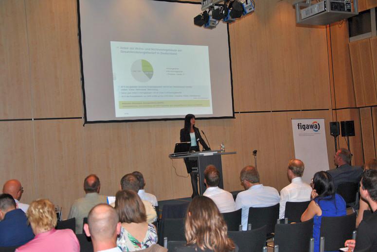 Informationskampagne: Potenziale zur Einsparung von Energie im Bereich der gewerblichen Gebäude Neues KfW-Förderprogramm für energieeffiziente Nichtwohngebäude Petra Bühner, Technische Sachverständige, KfW
