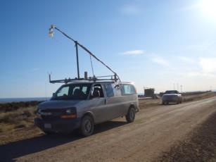 Das KIT-Messgerät an Bord eines Minivans ermöglicht es, atmosphärische Emissio- nen direkt vor Ort und mit hoher zeitlicher Auflösung zu vermessen. (Bild: F. Geiger/KIT)