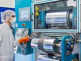 Auch an der TUM forschen Wissenschaftler an der Produktion von Lithium-Ionen-Zellen. (Bild: Heddergott / TUM)